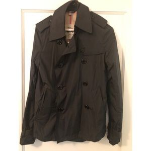 Burberry Short Trench/Rain cost - size 4